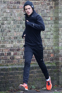 Harry Styles jogging to the gym