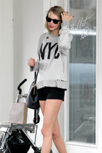 Taylor Swift getting ready for pilates